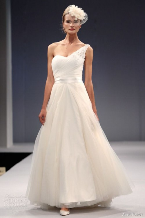 Wedding Dresses One Shoulder 10 Fabulous Chic And Romantic One