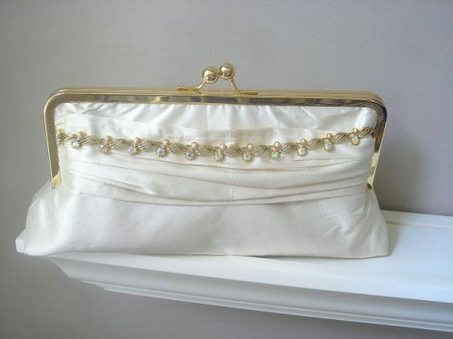 Chic Bridal Clutches For Any Taste