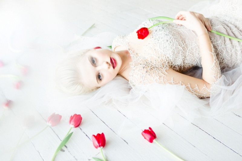 Picture Of contemporary show white winter wedding inspiration  14