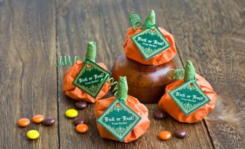 candy filled pumpkin favors (via myownlabels)