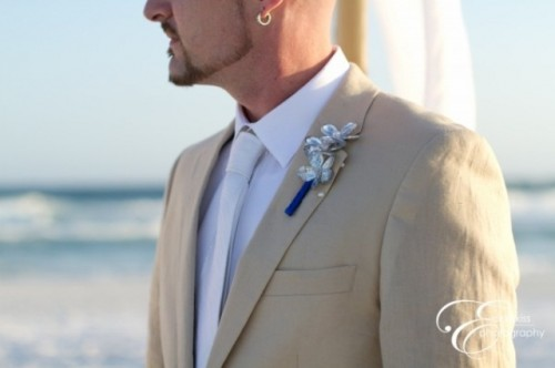 a tan suit, a white shirt and tie, a silver boutonniere will make your look fresh and chic