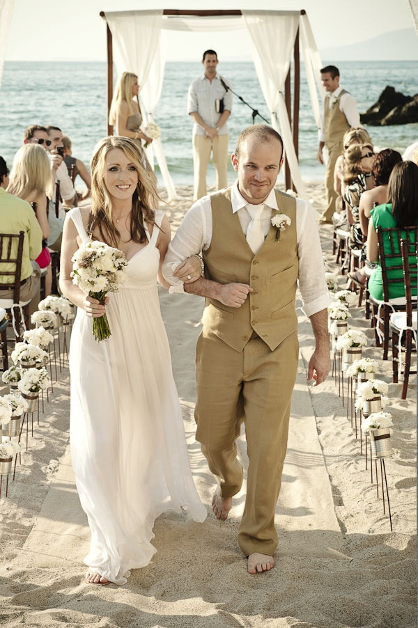 46 Cool Beach Wedding Groom Attire Ideas - Weddingomania