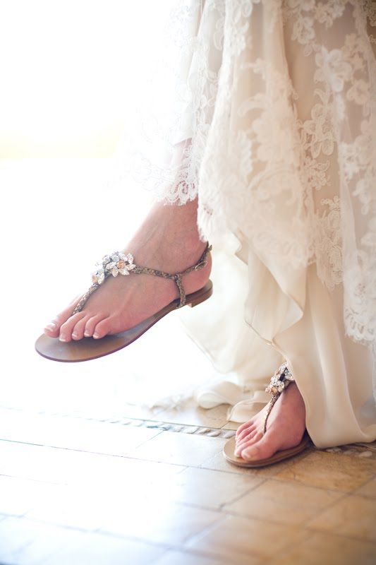 flat snake strap beach wedding sandals with small flowers look chic and very cute