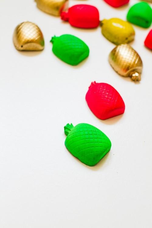Cool DIY Pineapple Magnet Wedding Favors