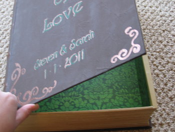 diy book ring box (via projectwedding)