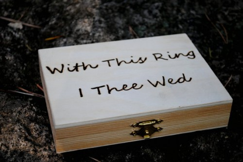 rustic wedding ring box (via rusticweddingchic)