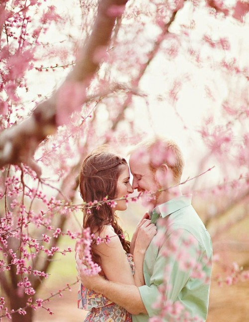 24 Spring Engagement Photo Ideas That Inspire