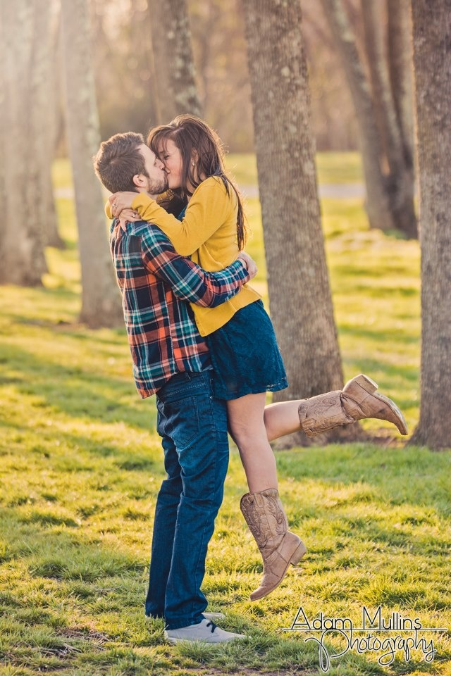 Picture Of Cool Spring Engagement Photo Ideas 5