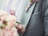 a stylish groom's look with a grey tweed suit, a white button down and a colorful bow tie plus a florla boutonniere