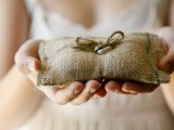 cool-ways-to-use-burlap-for-your-wedding-33