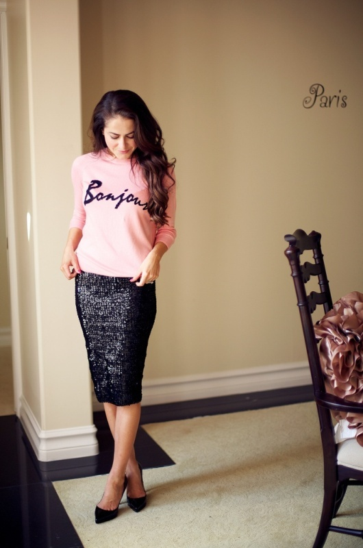 a black square sequin midi pencil skirt is a lovely idea to wear to any party, not only a wedding one