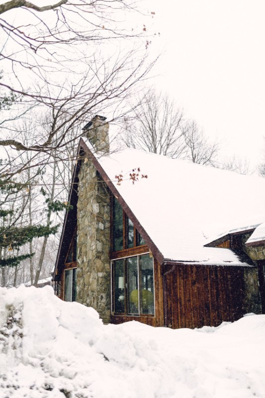 Picture Of cozy and intimate winter wedding in the cabin  2