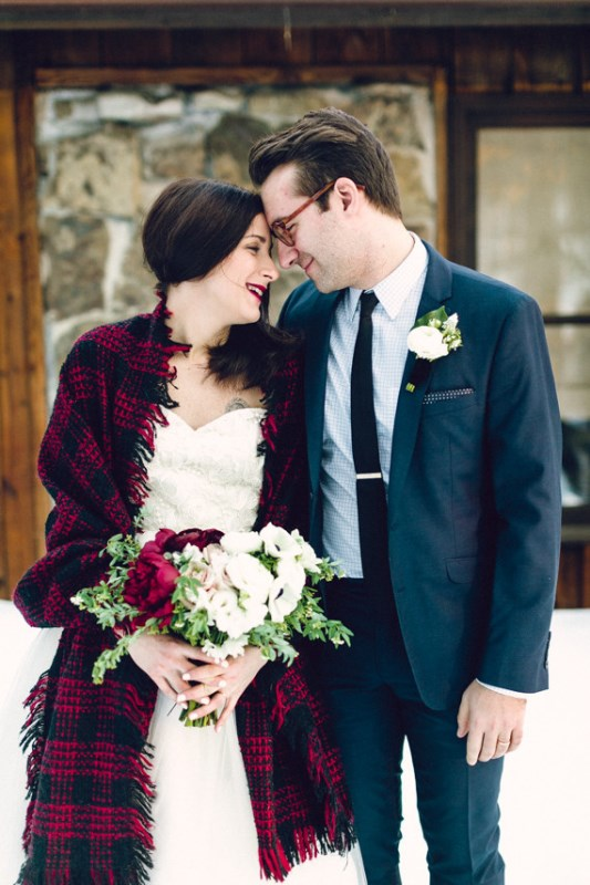 Picture Of cozy and intimate winter wedding in the cabin  21