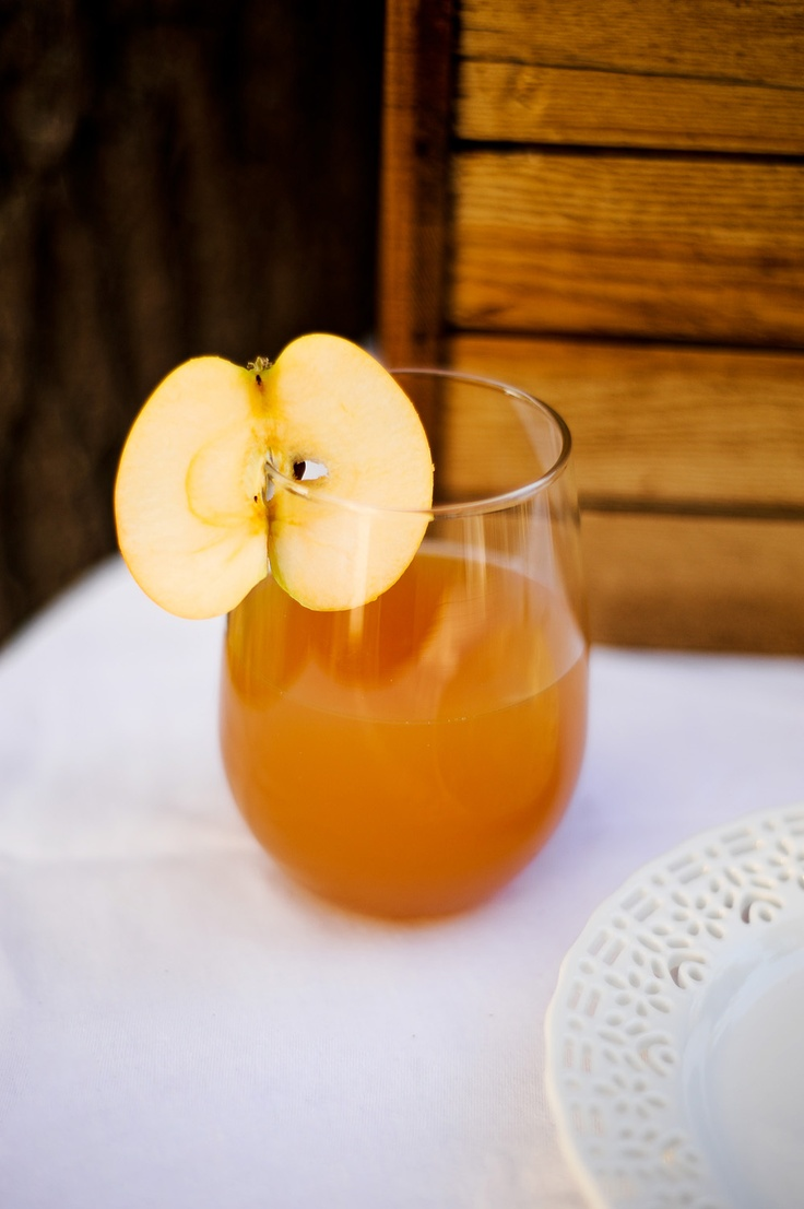 apple cider topped with a slice of fresh apple is a cool signature drink for your bridal shower