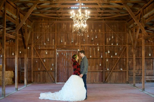 Cozy Rustic Barn Winter Wedding Shoot