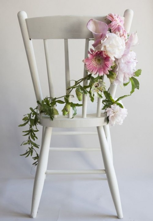 Perfectly Cute DIY Flower Chair Garland To Make (via weddingomania)