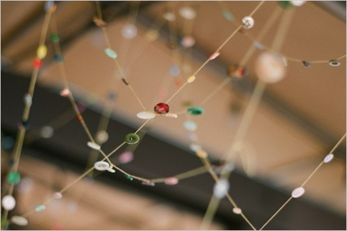DIY Button Garland (via weddingchicks)