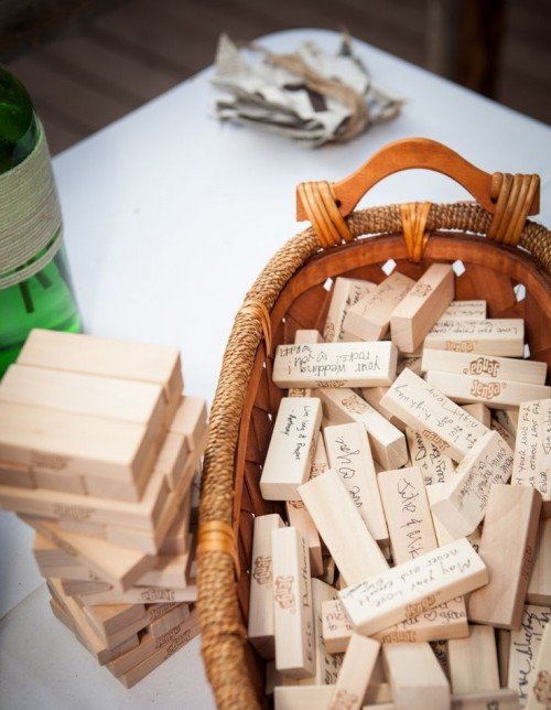 a basket with wooden slabs is a creative and cool idea for a rustic fall wedding