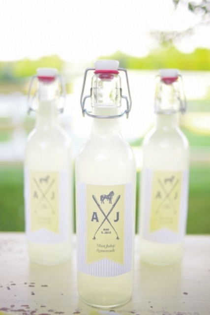 fresh lemonade in bottles is a gorgeous summer wedding favor idea, very refreshing and very easy to DIY