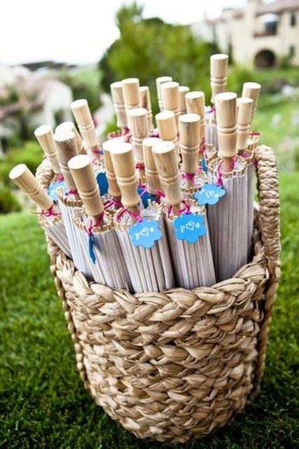 cute parasols will be useful summer wedding favors, they can be used at the wedding on a sunny and hot day