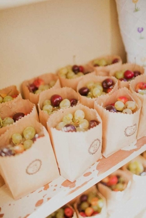 paper bags with grapes are great summer vineyard favors and they can be also given at other weddings, too