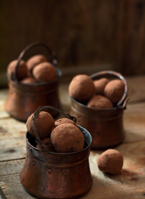 vintage mini buckets with truffles are delicious wedding desserts or favors you may please your guests with