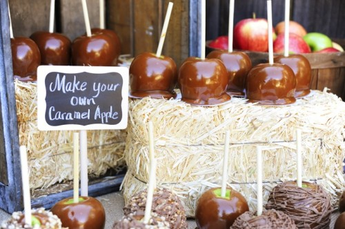 a candied, chocolate and glazed apple bar is ideal for a fall wedding