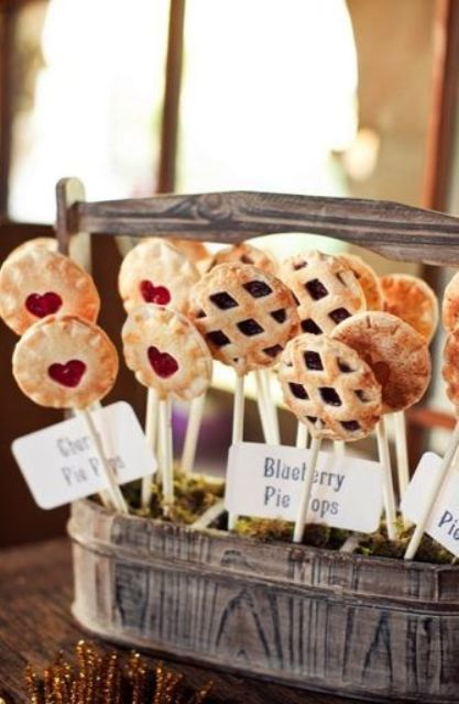 fruit and berry pie pops are amazing desserts for a fall wedding, so cozy and so casual