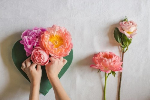 Cute And Fresh DIY Floral Heart Wedding Decor