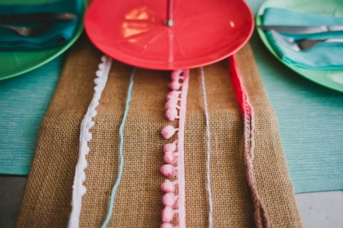 Cute Diy Pom Pom Burlap Table Runner