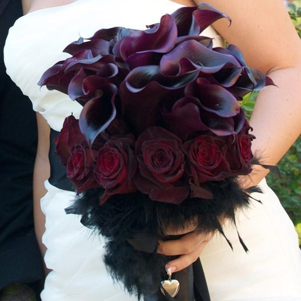 34 Halloween Wedding Bouquets With Dark Romance Touches - Weddingomania