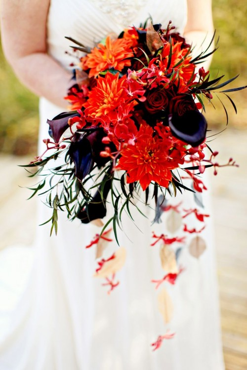 34 halloween wedding bouquets with dark romance touches weddingomania. Black Bedroom Furniture Sets. Home Design Ideas