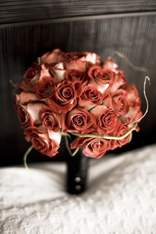 a rust colored rose wedding bouquet with twigs is a stylish and bold idea for a moody Halloween wedding