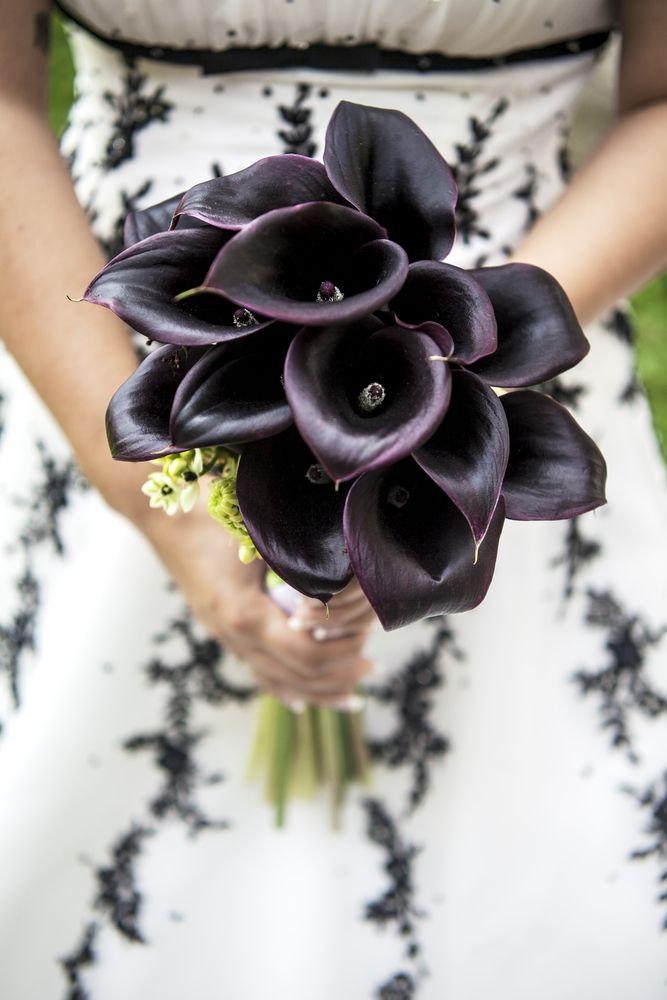 a refined deep purple calla wedding bouquet is a timeless and chic idea for a Halloween wedding