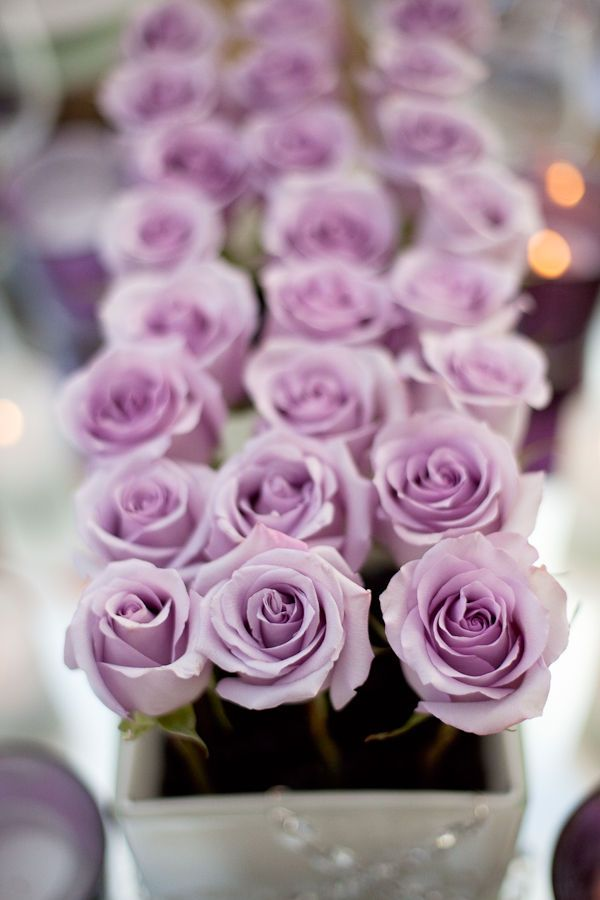 a box with mauve roses is a stylish and bright centerpiece for a beautiful wedding tablescape
