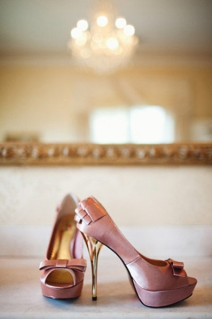 mauve wedding shoes with bows and gold heels are a cool way to add color to your outfit
