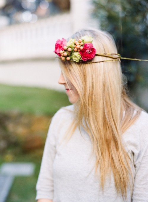 Delicate DIY Assymetrical Floral Crown With A Natural Base