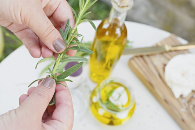 Delicious Diy Marinated Goat Cheese Favors