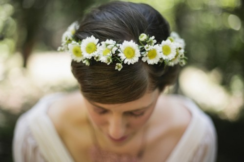 DIY Daisy Flower Crown (via ruffledblog)