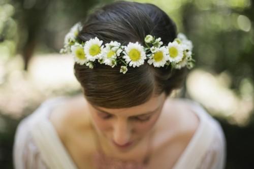 DIY Daisy Flower Crown (via ruffledblog)