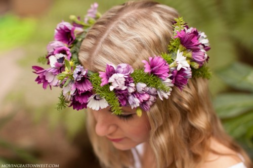 DIY Simple Flower Crown (via movingeastonwest)