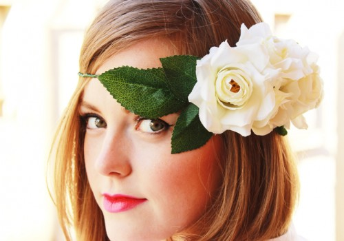DIY Striking Flower Crown With White Roses