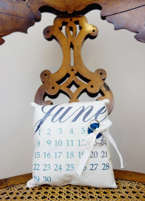 DIY Calendar Ring Pillow With Your Wedding Date