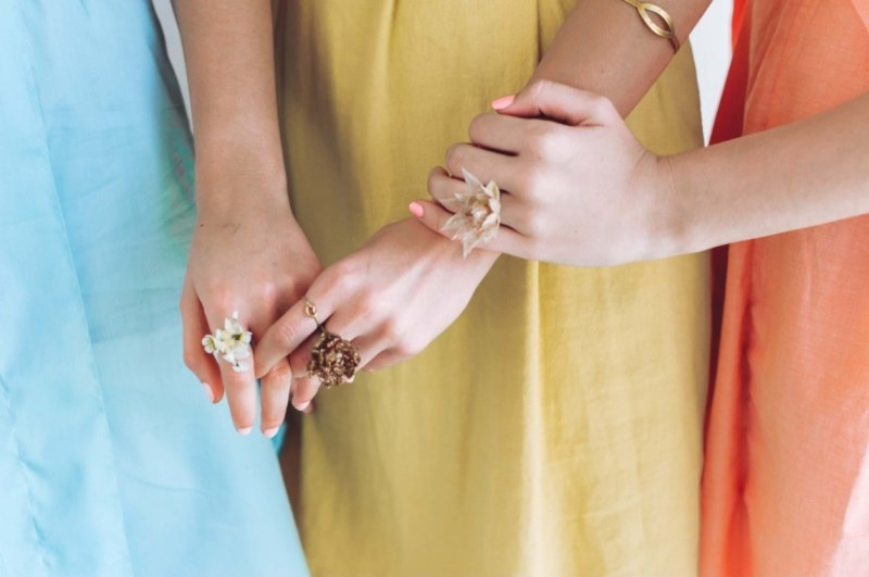 Picture Of diy fresh floral rings for your bridesmaids  1