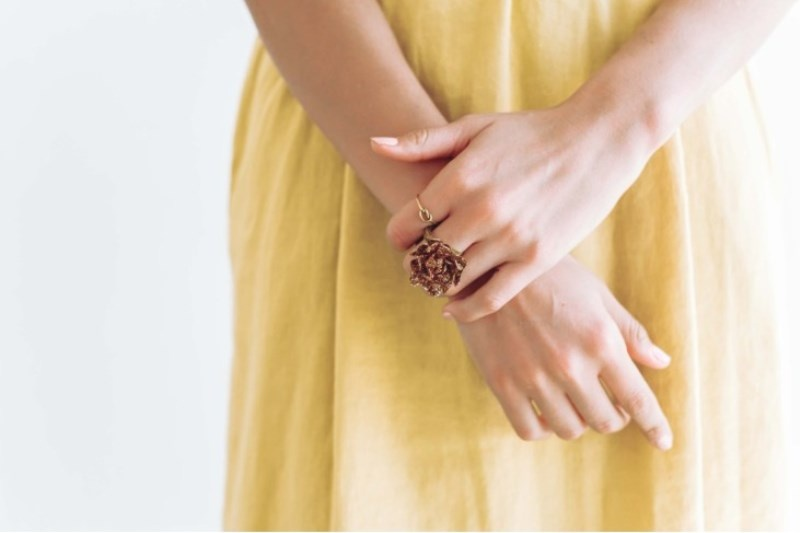 Picture Of diy fresh floral rings for your bridesmaids  3