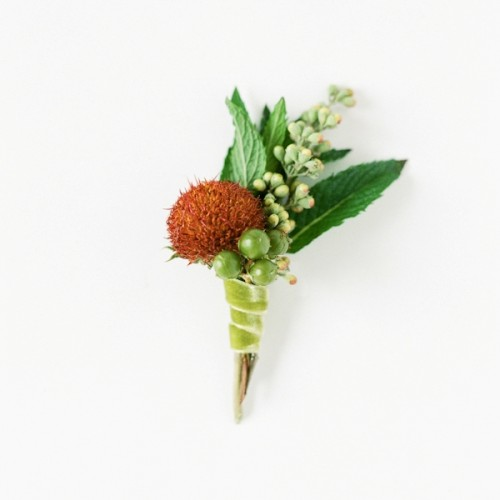 Lovely DIY Wedding Boutonniere