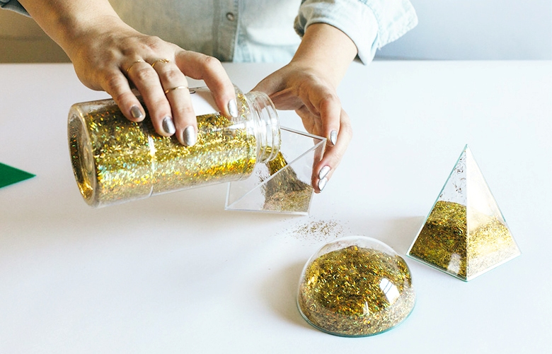 Picture Of diy modern geometric place cards with glitter inside  3