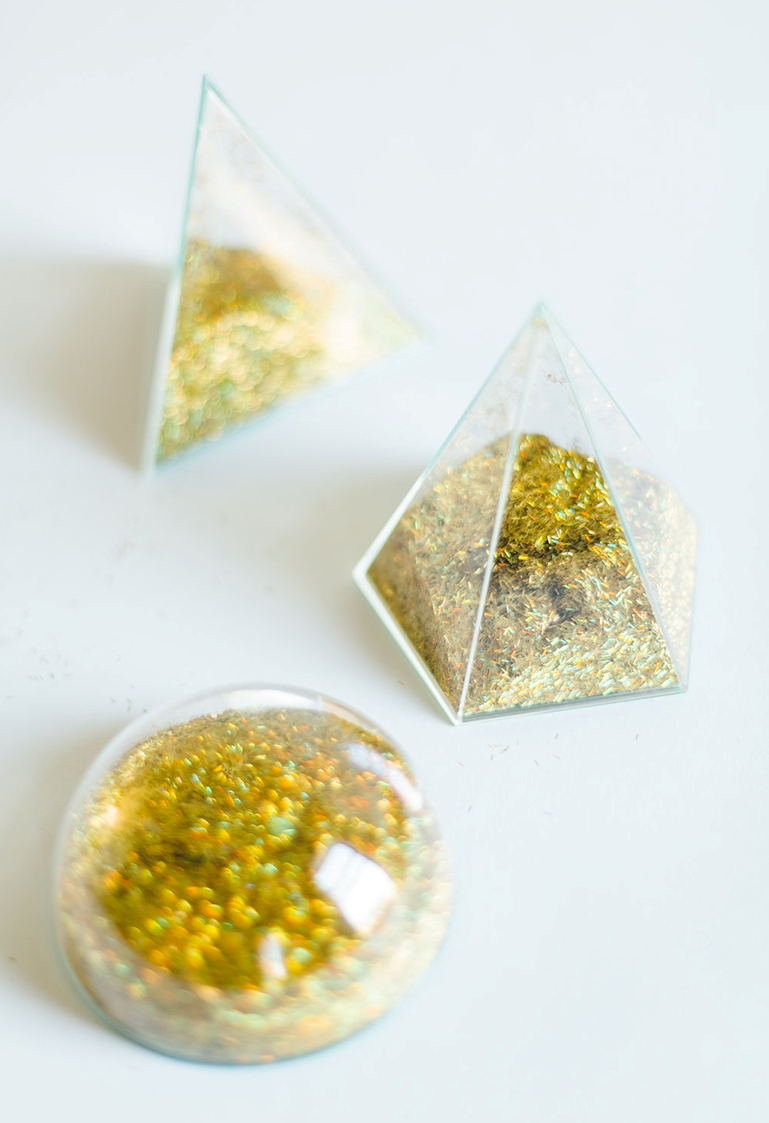Picture Of diy modern geometric place cards with glitter inside  5