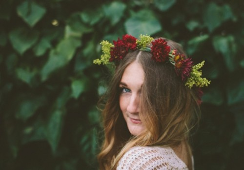Pretty DIY Floral Wedding Crown