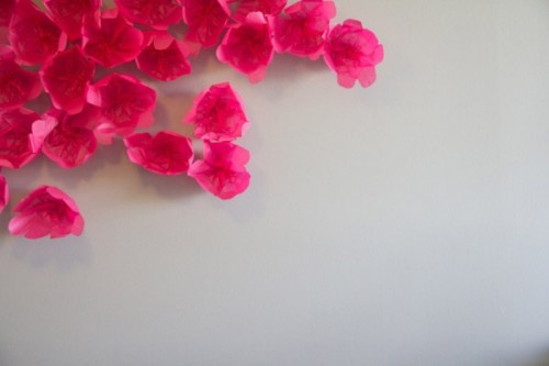 Diy Scattered Flowers As A Cool Wedding Backdrop Decoration